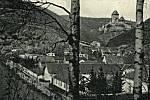 Obec a hrad Karlštejn před druhou světovou válkou.