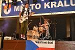 Z hudebního festivalu Rockovej Královák na zámku v Králově Dvoře.