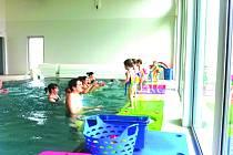 Plavání rodičů s dětmi v Baby Marině.