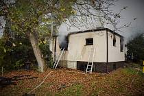 Požár chaty v Černošicích