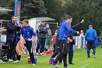 Fotbalisté Králova Dvora (v modrém) doma porazili Domažlice 1:0.