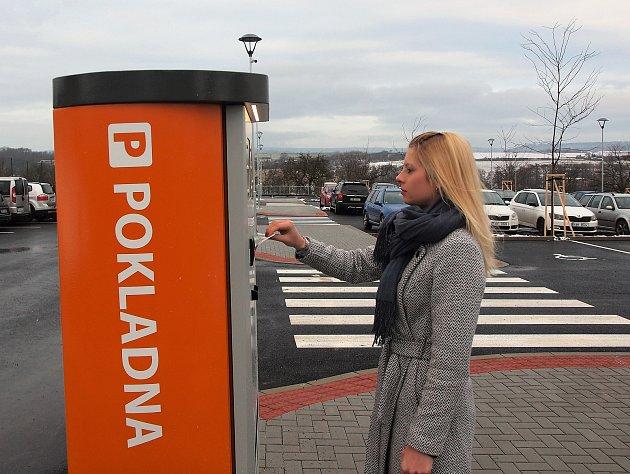 Nové parkoviště stálo majitele nemocnice 12 milionů korun.