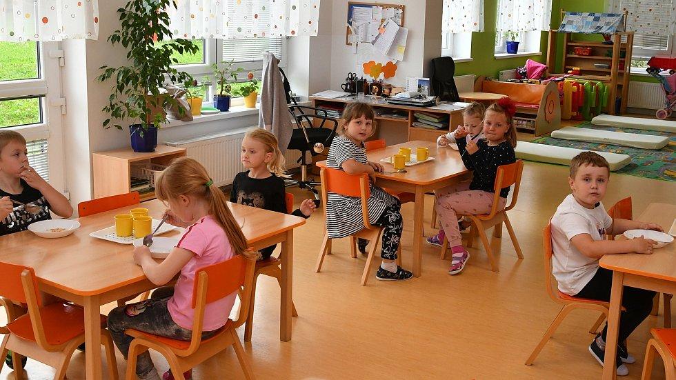 V pondělí 25. května se do základních i mateřských škol vrátily děti z Berouna i Králova Dvora.
