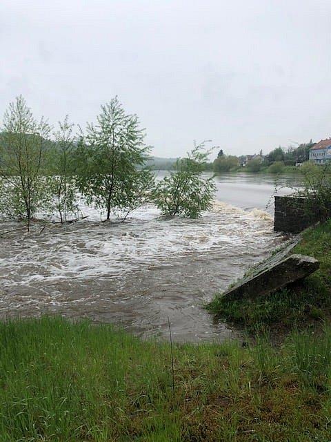 Povodňová bdělost u Berounky v Hýskově.