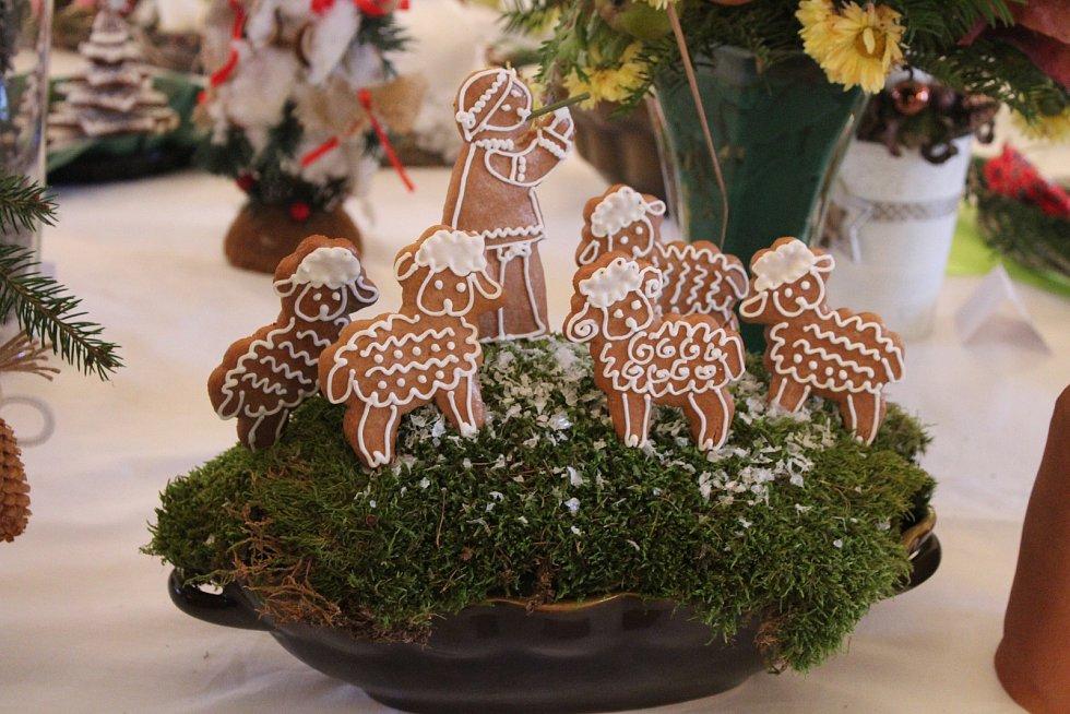 V areálu nižborského zámku se uskutečnila další tradiční třídenní vánoční výstava místní zahrádkářské organizace nazvaná Plody a květy podzimu.