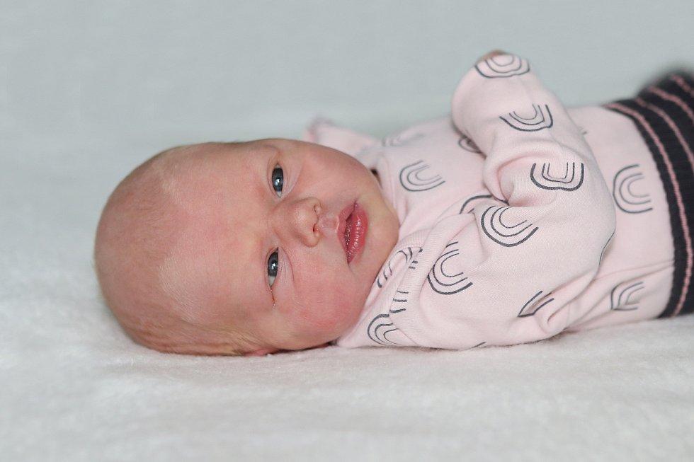 Nella Zrůbková se narodila 24. května 2021 v Příbrami. Vážila 2940 g a měřila 50 cm. Doma v Nechvalicích ji přivítali maminka Eliška, tatínek Vít a dvouletý Vojtíšek.