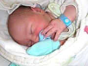 MANŽELŮM Sandře a Tomášovi Veselým z Příbrami, se 6. května 2018 narodil v hořovické porodnici syn Tomáš. Chlapeček v ten den vážil 3,82 kg a měřil rovných 50 cm. Tomáška bude dětským světem provázet sestřička Elenka (2 r. 8 měs.).