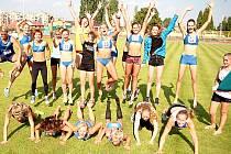 Berounské atletky se radují ze svého skvělého výkonu.