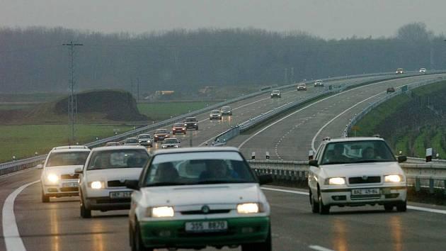 Dálnice patří k nejvíce nebezpečným silničním komunikacím.