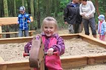 Dětské hřiště v lesoparku