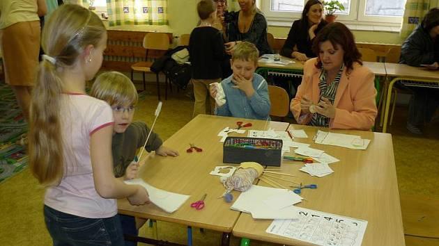 Předškoláčci poznávali barvy a malovali