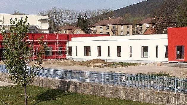 V objektech sportovního centra probíhají poslední dokončovací práce.