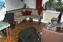 Berounským profesionálním hasičům se podařilo plameny zlikvidovat dříve, než nadělaly velkou škodu. I přes jejich pohotový zásah je hlavní vybavení kuchyně rodinného domu v Tlustici zničeno