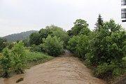 Ve Zdicích se zvýšený Červený potok udržel v korytě.