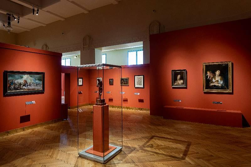 Výstava Rudolf II. Umění pro císaře - pohled do expozice, vpopředí Adrian de Vries (1556 – 1626): Tančící faun (soukromá sbírka vČR), Vlevo Matthäus Gundelach (1566 – 1654): Antická bitva, vpravo – zleva Hans von Aachen (1552 – 1615): Dívka sperlovým n