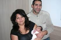 PYŠNÍ prarodiče chovají v náručí vnučku Sofii Čonkovou, která se narodila 24. listopadu 2016 šťastným rodičům Marcele Čonkové a Lukáši Muchovi z Hořovic. Sofince sestřičky po příchodu na svět navážily 3,20 kg a naměřily 46 cm.