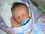DO KRÁLOVA Dvora přibyl 30. března 2018 nový občánek. Jmenuje se Václav Hrbáč a je prvním miminkem manželů Terezy a Václava. Vašíkovy porodní míry byly 49 cm a 3,49 kg.