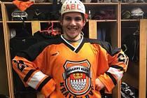 Přilbu značky ABC dostává na hlavu vždy nejlepší hráč Easy Flyers Králův Dvůr.