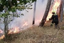 Požáru lesa u obce Chodouň.