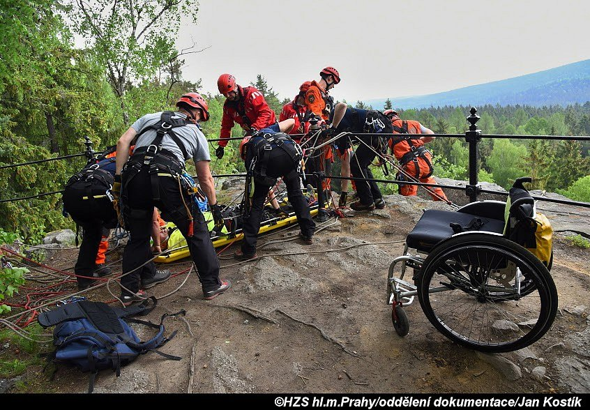 Výcvik lezců na Jindřichově skále.