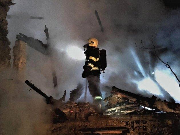 Požárem chaty vNižboru vznikla velká škoda