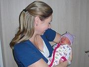 Šťastná maminka Simona Pěnkavová chová v náručí dceru Veroniku, kterou přivedla na svět 8. prosince 2018 ve 4.02 hodin. Verunka v ten den vážila 2,99 kg a měřila 46 cm. Jakub Pěnkava si manželku a prvorozenou dcerku odvezl do Kařezu.