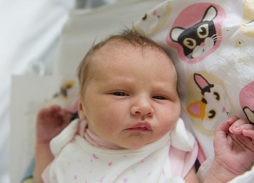 Nela Krella se narodila v nymburské porodnici 10. května 2021 ve 21.56 hodin s váhou 2940 g a mírou 48 cm. Na holčičku se ve Vrchlabí těšili maminka Monika, tatínek Jeremiáš a sestřička Ema (2,5 roky).