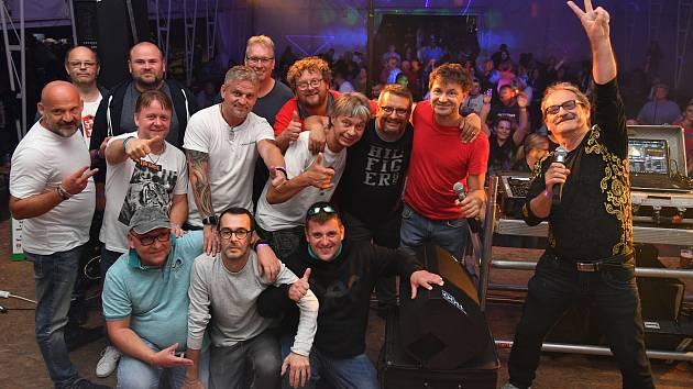Diskotéková DJ party v Králově Dvoře.