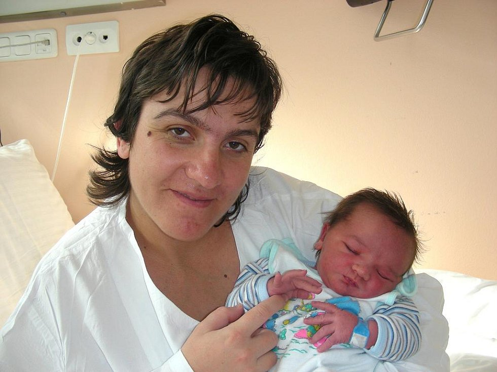 S pěknou váhou 4,06 kg a mírou 52 cm se narodil v úterý 30. srpna v 1:19 hodin Tomáš Chvojka, prvorozené miminko manželů Moniky a Petra Chvojkových. Rodiče si odvezou prvorozeného synka Tomáška z porodnice do Žebráku.