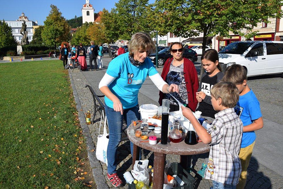 V září připravil Dům dětí a mládeže Beroun den pro prvňáčky. Akce se konala na Husově náměstí v Berouně.