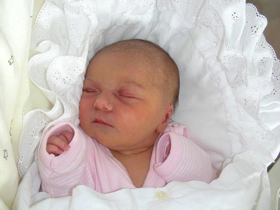 Tatínek Radek Hnízdil ze Žebráku si nenechal ujít narození dcerky Barbory, kterou přivedla na svět maminka Monika 30. srpna. Barborka vážila po porodu 2,99 kg a měřila rovných 50 cm.
