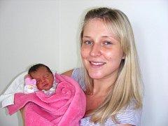 Prvorozená dcerka Natálie Hrdličková se narodila 17. srpna 34 minut po 14. hodině šťastným rodičům Anetě Buškové a Liborovi Hrdličkovi z Chrášťan u Prahy. Natálce sestřičky po příchodu na svět navážily 2,38 kg a naměřily 45 cm.