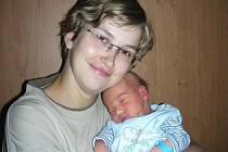 Tatínek Tomáš Janda si nenechal ujít narození prvního děťátka, synka Nikolase, kterého přivedla na svět maminka Pavla v pátek 16. září. Nikolas vážil po porodu 3,82 kg a měřil 52 cm. Rodiče si chlapečka odvezli do Zvíkovce.