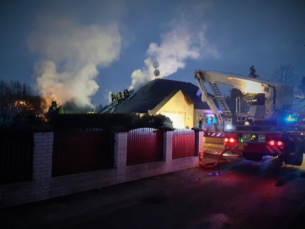 Požár rodinného domu v Jesenici na Praze-západ.