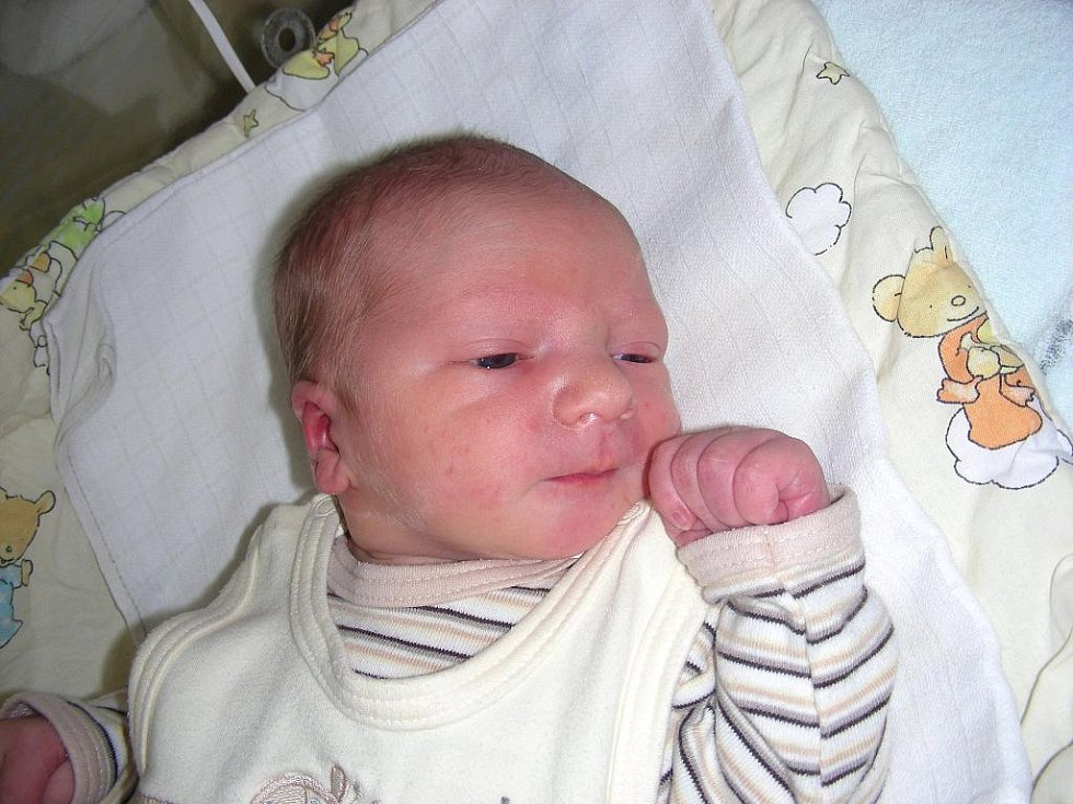 Ve středu 30. srpna v 15.55 hodin přišel na svět Petr Míka, první dítko tatínka Petra a maminky Andrey. Petřík vážil po narození pěkných 3,93 kg a měřil 51 cm. Petřík má hračky přichystané doma v Hořovicích.