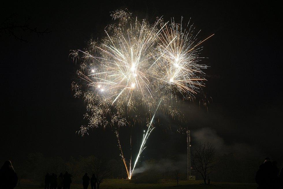 Ohňostroj ve Zdicích k příležitosti příchodu nového roku.