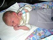 VELKOU radost mají Adélka (6 let) a Jiřík (9 let), ke kterým přibyl bráška Alexandr Cabalka. Saša prvně pohlédl na svět 8. října 2017 a je synem Petry Šlechtové a Jiřího Cabalky z Cerhovic. Chlapečkovi sestřičky na porodním sále navážily 3,02 kg.