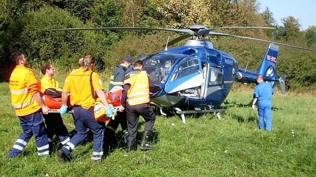 Těžce zraněného řidiče musel převážet vrtulník
