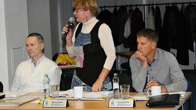 Soňa Chalupová se svým stranickým kolegou Vratislavem Randou - vpravo (ODS).