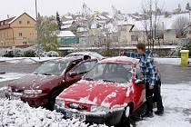 Sníh zasypal region