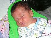 ŠIKOVNÝ chlapeček Martin Chvojka, který vůbec nepláče a je moc hodný, se narodil 18. října 2017 Simoně Chvojkové a Martinovi Růžičkovi z Hýskova. Martínkovy porodní míry byly 2,86 kg a 46 cm. Z třetího brášky se radují Samuel (4 roky) a Damián (2 roky).