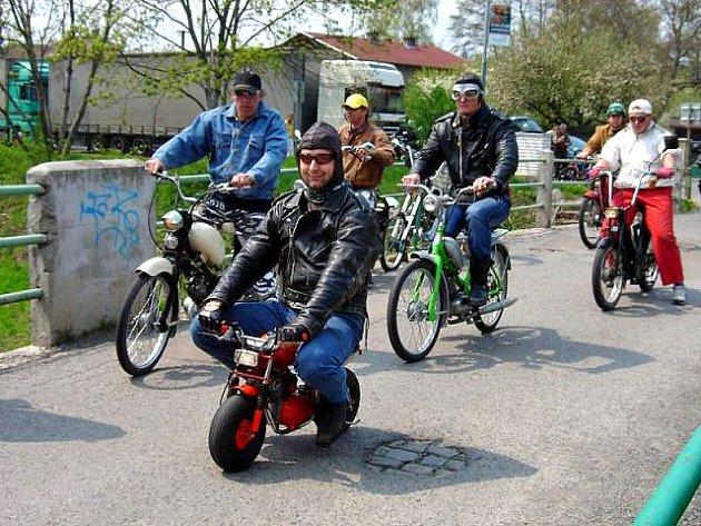 Sraz mopedistů