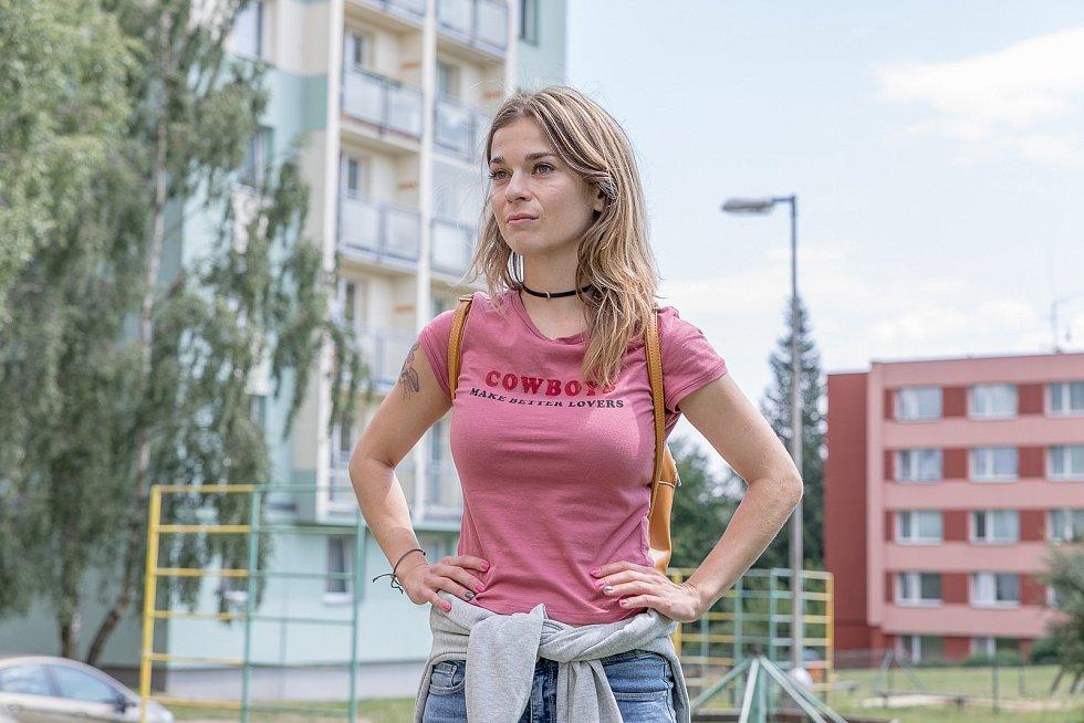 Z natáčení filmu Chyby: herečka Pavla Gajdošíková.