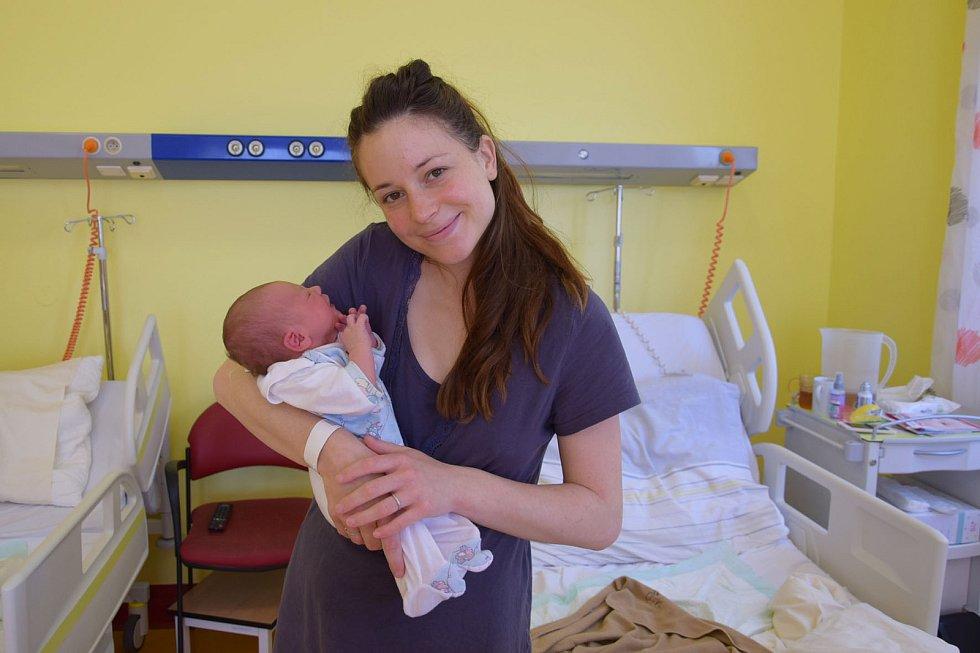 Jakub Hroch se manželům Anetě a Ondřejovi narodil v benešovské nemocnici 9. května 2021 v 1.57 hodin, vážil 3580 gramů.. Bydlištěm rodiny je Struhařov.