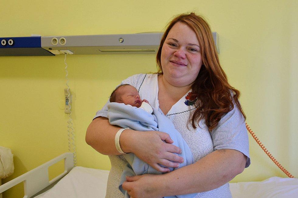 Václav Krch se manželům Miroslavě a Lukášovi narodil v benešovské nemocnici 22. července 2021 ve 14.20 hodin, vážil 2450 gramů. Doma v Libouni na něj čekala sestřička Marika (7).