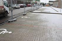 Obyvatelé Bezručovy a Košťálkovy ulice se dočkali nových parkovacích míst.