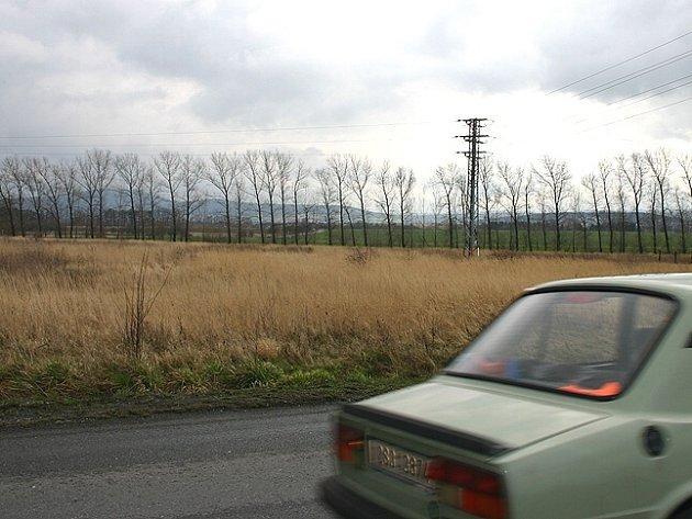 Pouze část aleje topolů podle starosty Havlíka ustoupí výstavbě dalšího podniku v průmyslové zóně Žebráku.