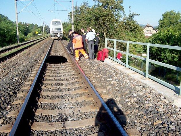 Vlak srazil muže ve Všenorech