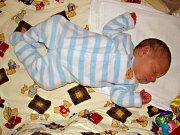 K DCERCE Karolínce (22 měs.) si manželé Petra a František Veverkovi z Lochovic pořídili druhé dítko, syna Filipa. Filípek se rozhodl přijít na svět 8. března 2018 v 20.12 hodin, vážil 3,63 kg a měřil 51 cm. Foto: Rodina