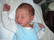 Celá rodina Strnadových se raduje z nejkrásnějšího vánočního dárečku, chlapečka Matěje, který se narodil 24. prosince a jeho porodní míry byly 2,89 kg a 48 cm. Maminka Bára, tatínek Jirka a sestřička Andulka (4 r. 10 m.) si Matýska odvezou z porodnice do